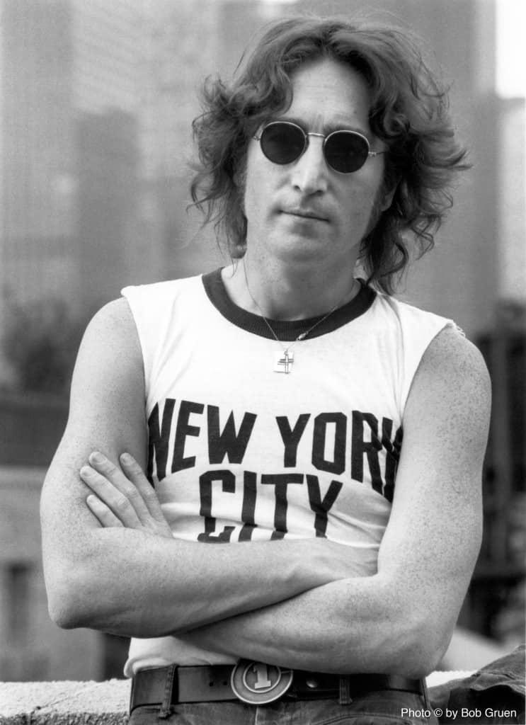 """Una de las fotos más emblemáticas del músico es con una remera con la leyenda """"New York City"""", tomada en 1974, en la terraza del edificio."""