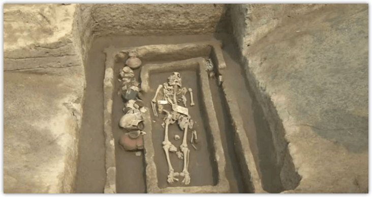 Encuentran esqueletos gigantes en China.